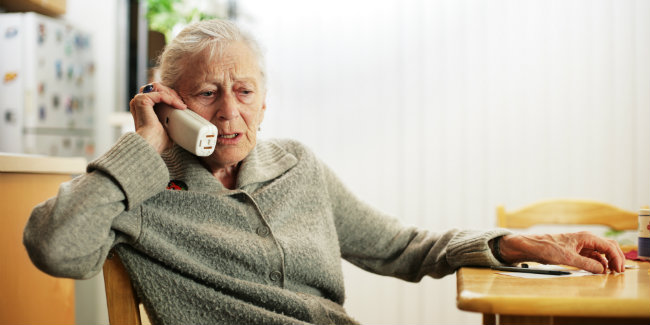 Lady-concerned-on-phone-bad-news